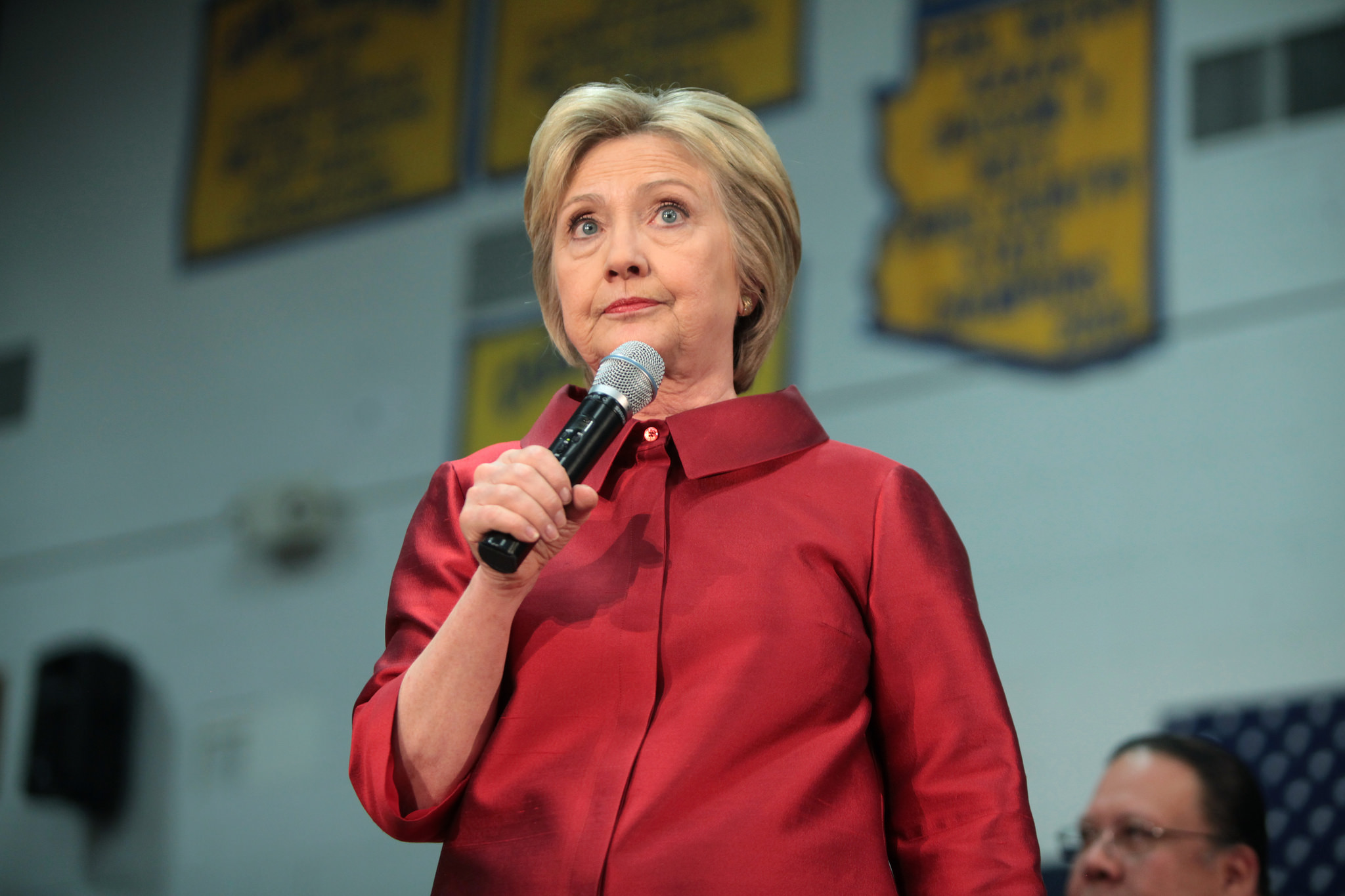 clinton doubles down on common core faults roll out for problems